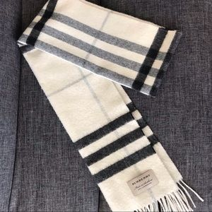 Burberry | The Classic Cashmere Scarf in Check